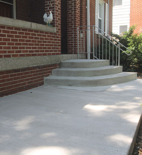 Concrete Sidewalk and Stoop